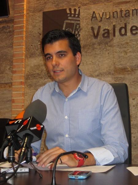 El ayuntamiento de valdepe as oferta 360 plazas dentro del - Polideportivo manzanares el real ...