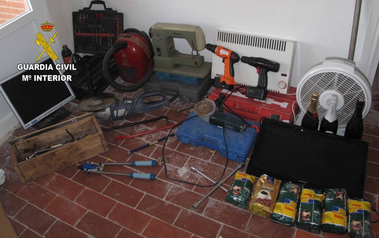 Tres detenidos por robar enseres herramientas y botellas for Casas de herramientas