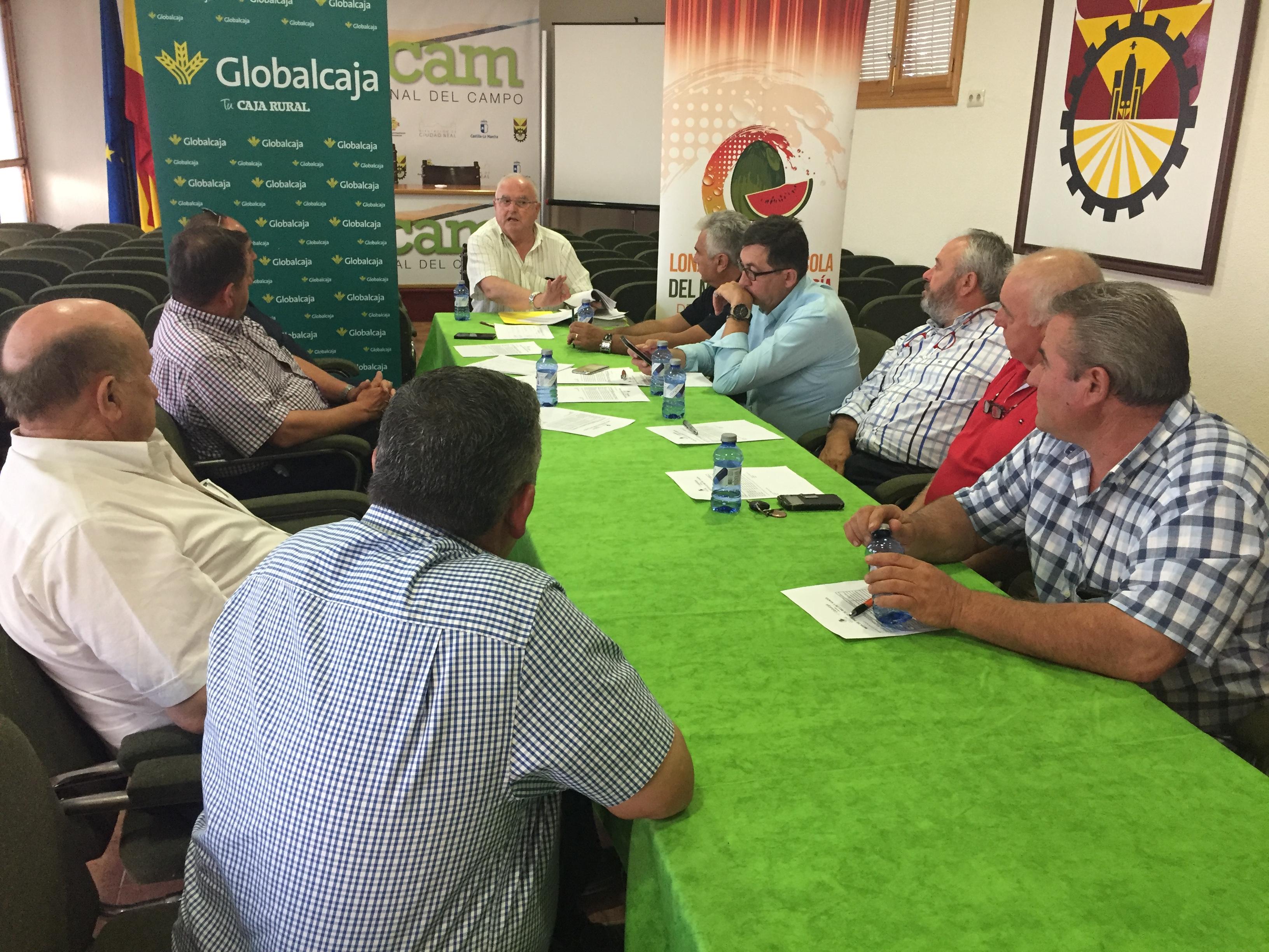 Productores y comercializadores reunidos en la Lonja Hortofrutícola del Melón y la Sandía de Castilla-La Mancha
