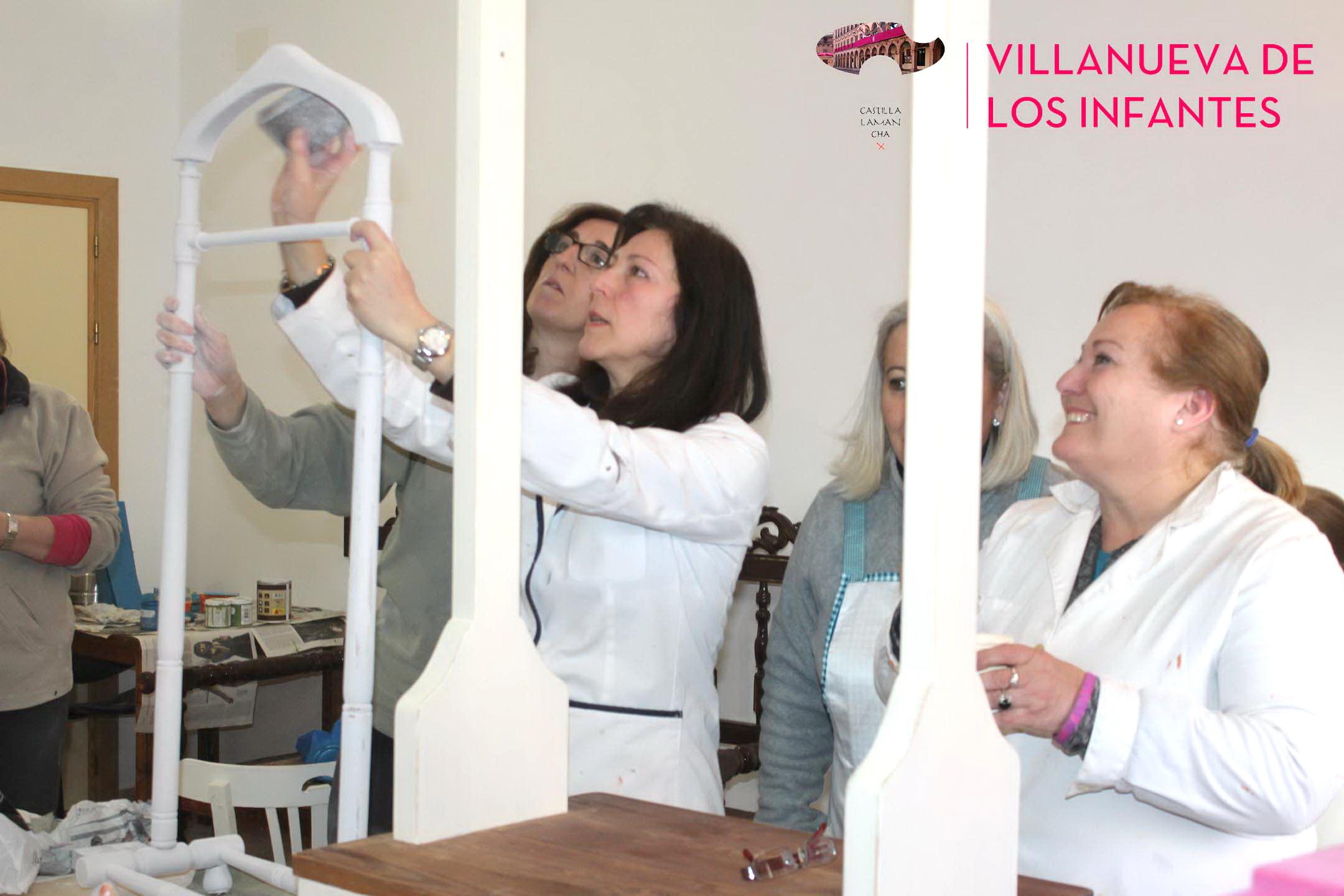 Diez Alumnas Participan En El Taller De Customizaci N De Muebles  # Muebles Ruiz Ciudad Real